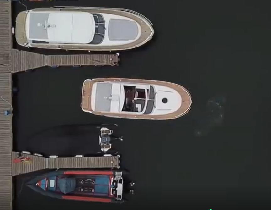 Berth single-engine boat