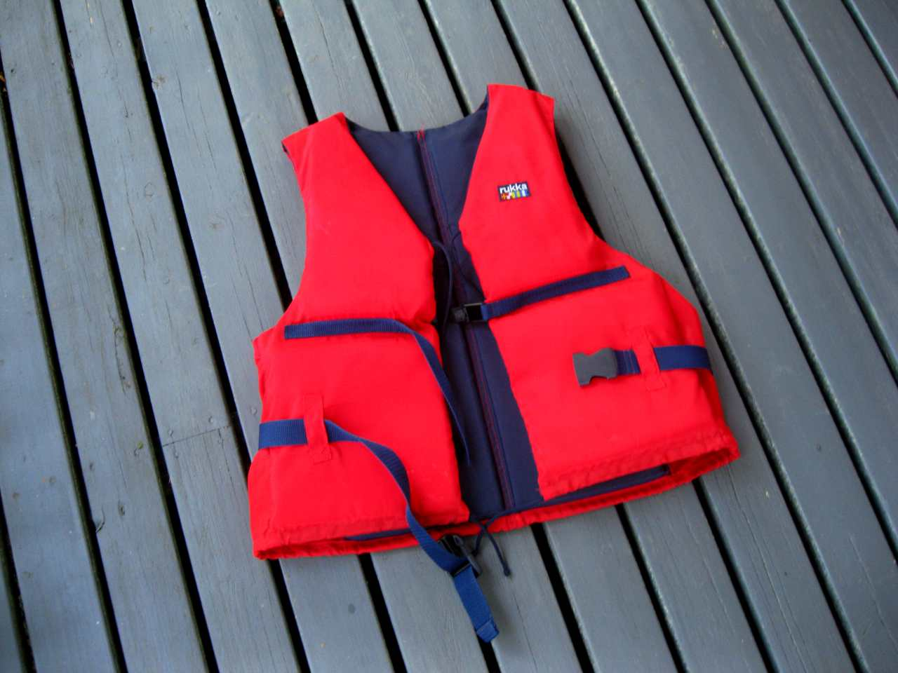 Red_life_jacket (1)