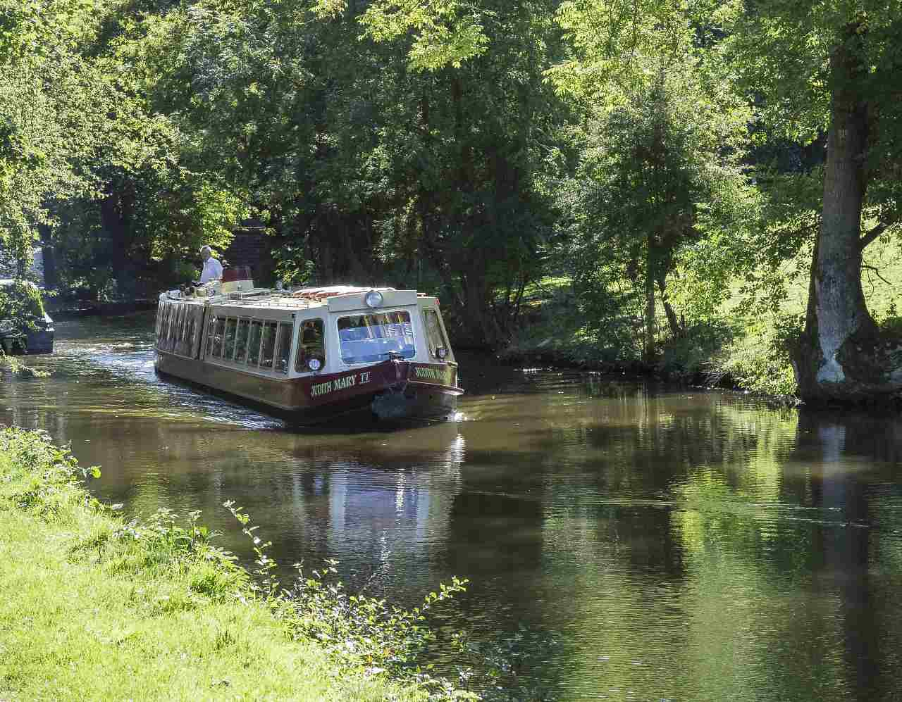Narrowboat Interior Layout: Top 5 Tips
